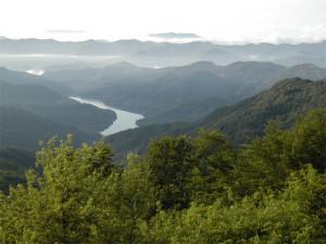 Lago del Brugneto visto dal Monte Antola (1597 m s.l.m)
